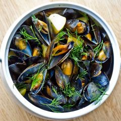 200192S Frozen whole shell mussels in natural juices.