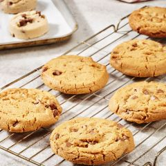 206477C Milk Chocolate Chip Cookie Puck (Chefs Selections)